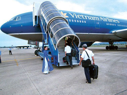 ve-may-bay-vietnam-airlines-hcm-di-dong-hoi