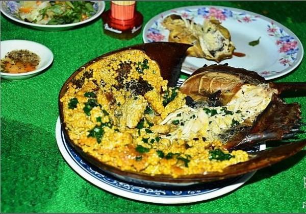 Thưởng thức sam trứng nướng đặc sản Cát Bà