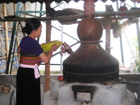 Quy trình nấu rượu Mai Hạ khá cầu kỳ và nhiều nguyên liệu