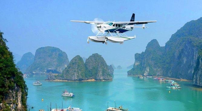 Ngắm vịnh Hạ Long bằng thủy phi cơ là 1 trải nghiệm tuyệt vời. Khi thì ta bay trên trời, khi ta lại bơi dưới nước