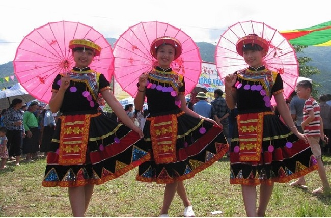Những cô gái ở chợ tình Mộc Châu